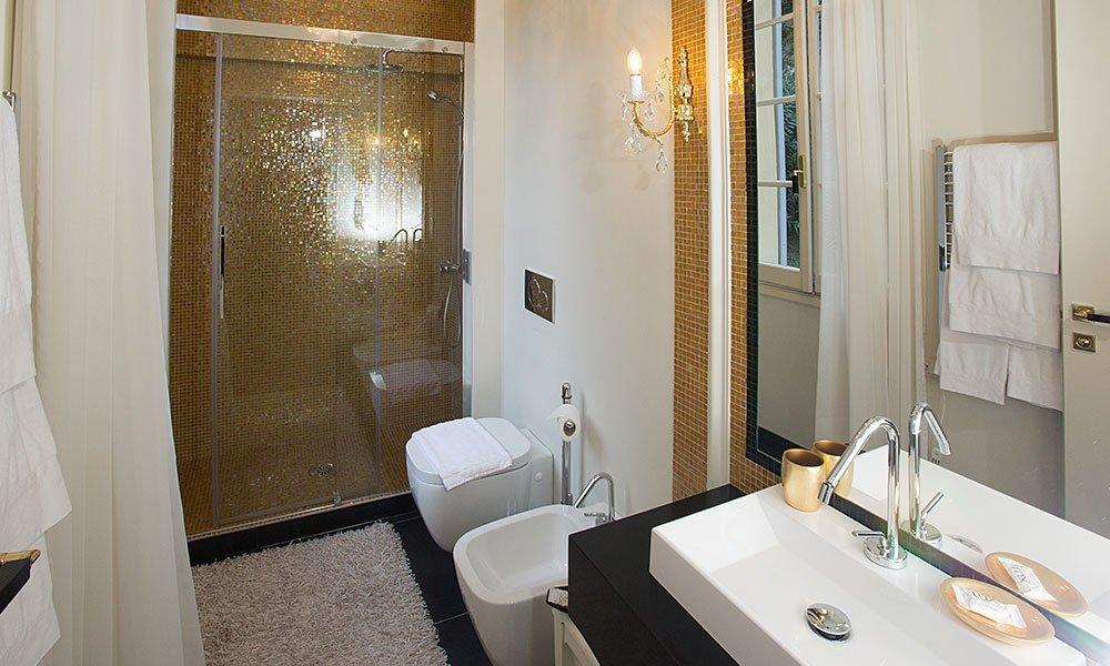 Hotel Villa Giulia Lecco - Deluxe room bathroom